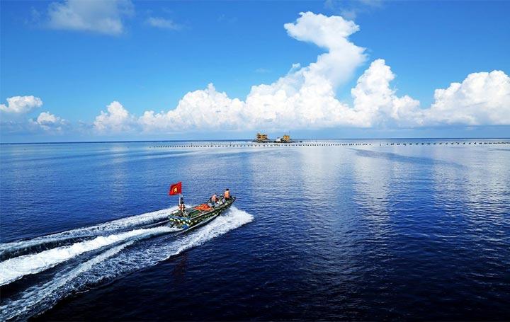 Nước ta có đường bờ biển dài cùng nhiều quần đảo khác nhau